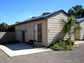 Moonta Bay Cabins - South Australia Travel
