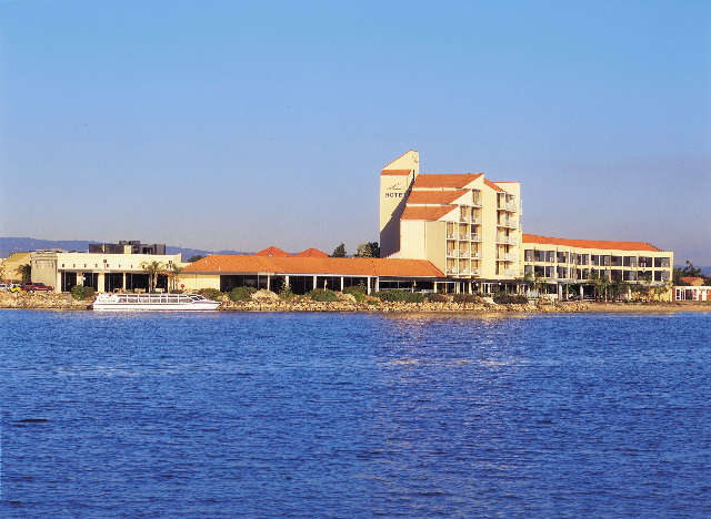 The Lakes Resort Hotel - South Australia Travel