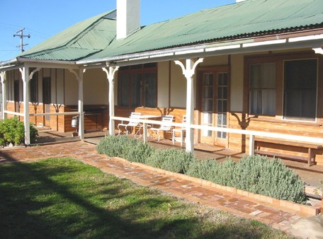 Gundagai Historic Cottages Bed and Breakfast - South Australia Travel