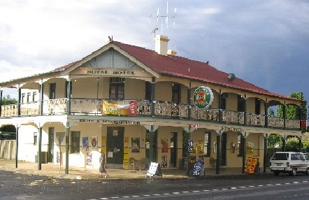 Royal Hotel Mandurama - South Australia Travel