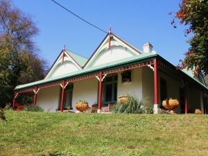 Ravenscroft and The Cottage - South Australia Travel