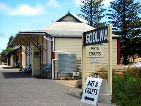 Goolwa Community Arts And Crafts Shop - South Australia Travel