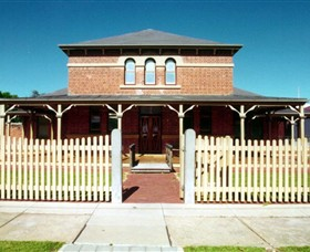 Wentworth Courthouse - South Australia Travel