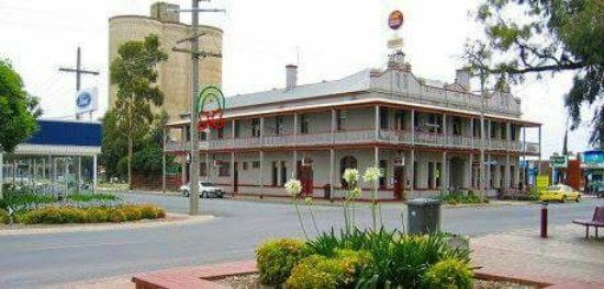 The Grand Central Hotel - South Australia Travel