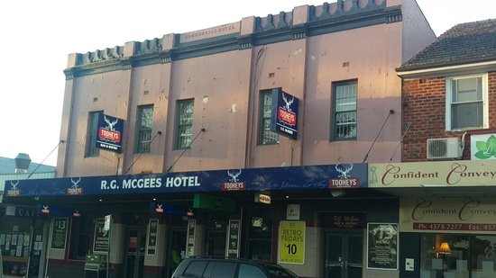 R. G. McGees Hotel - South Australia Travel