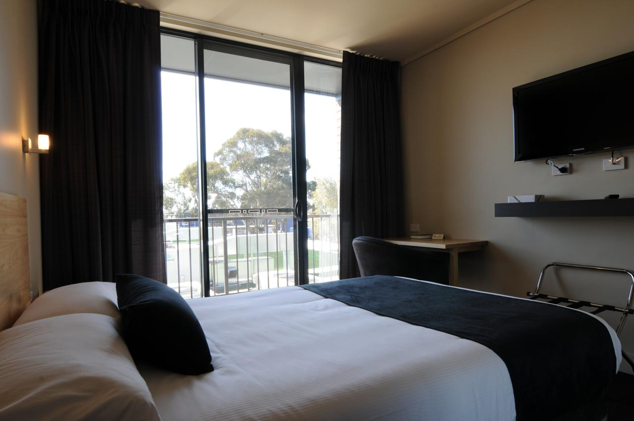 Mansfield Park Hotel - South Australia Travel