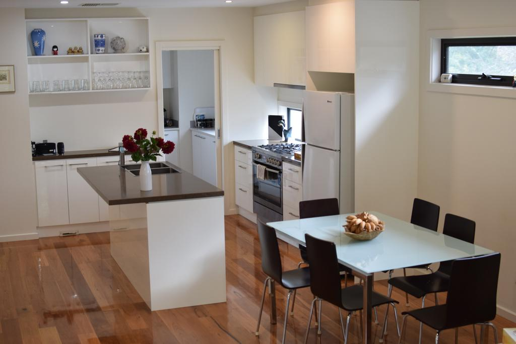 Champagne Stays Apartment - South Australia Travel