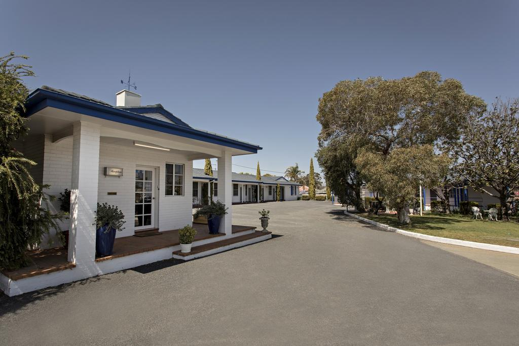 Colonial Motel  Apartments - South Australia Travel
