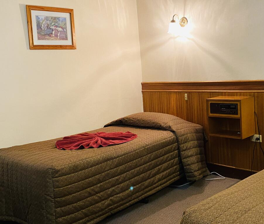 County Lodge Motor Inn - South Australia Travel