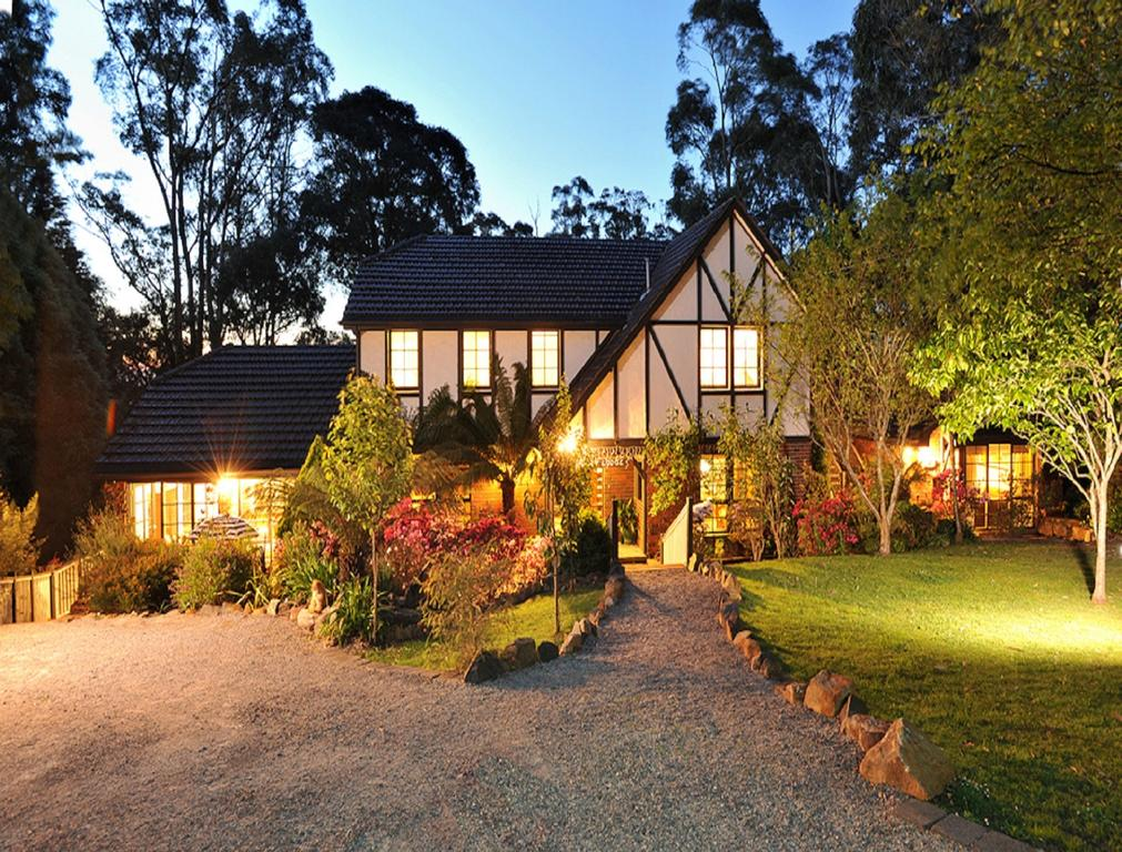 Holly Lodge - South Australia Travel