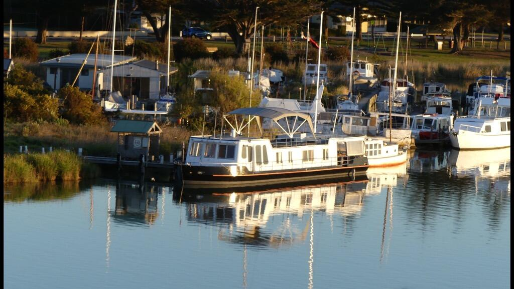 Swamp Fox luxury 2BR Dutch Barge - South Australia Travel