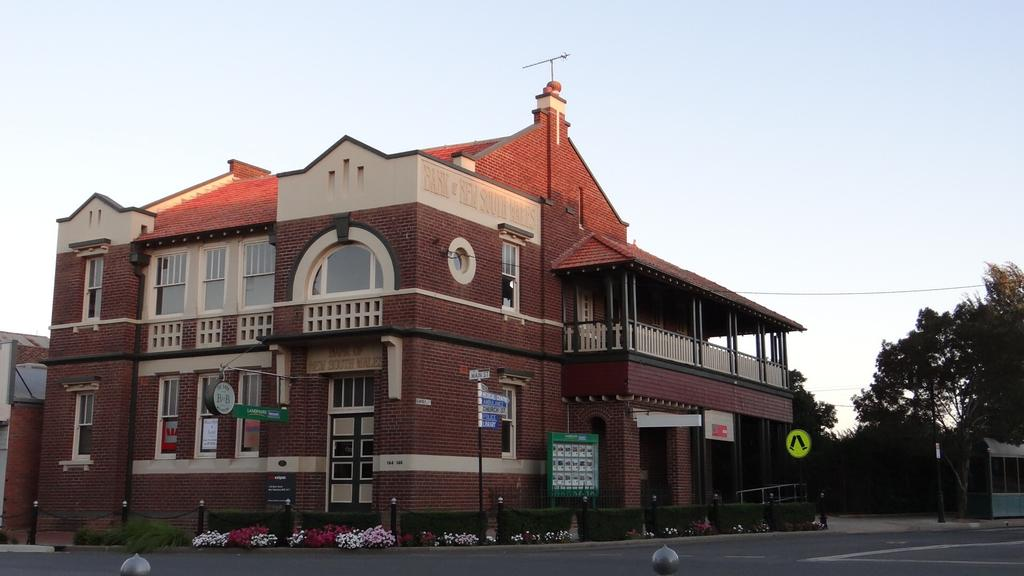 The Bank BB West Wyalong - South Australia Travel