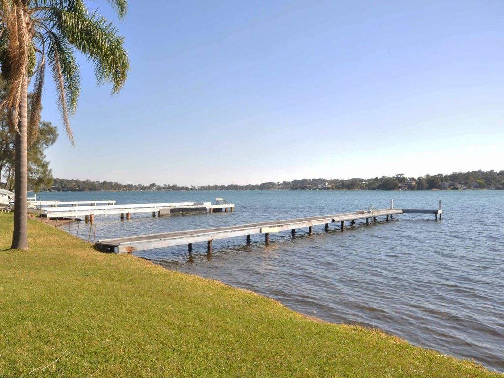 The Studio on the Lake  Fishing Point Lake Macquarie - honestly put the line in and catch fish - South Australia Travel
